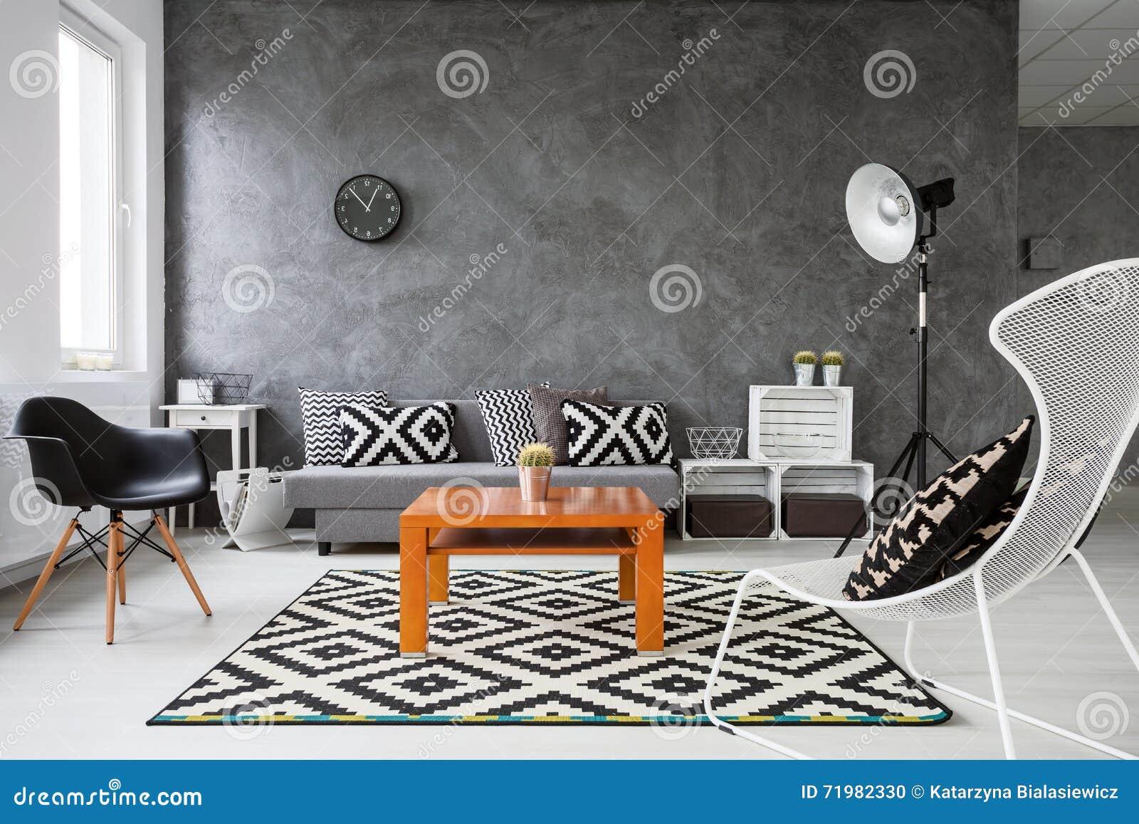 Spel van kleuren in woonkamer stock foto   afbeelding: 71982330
