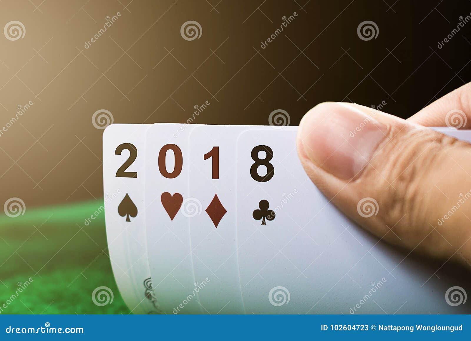 Spela kort för lyckligt nytt år 2018