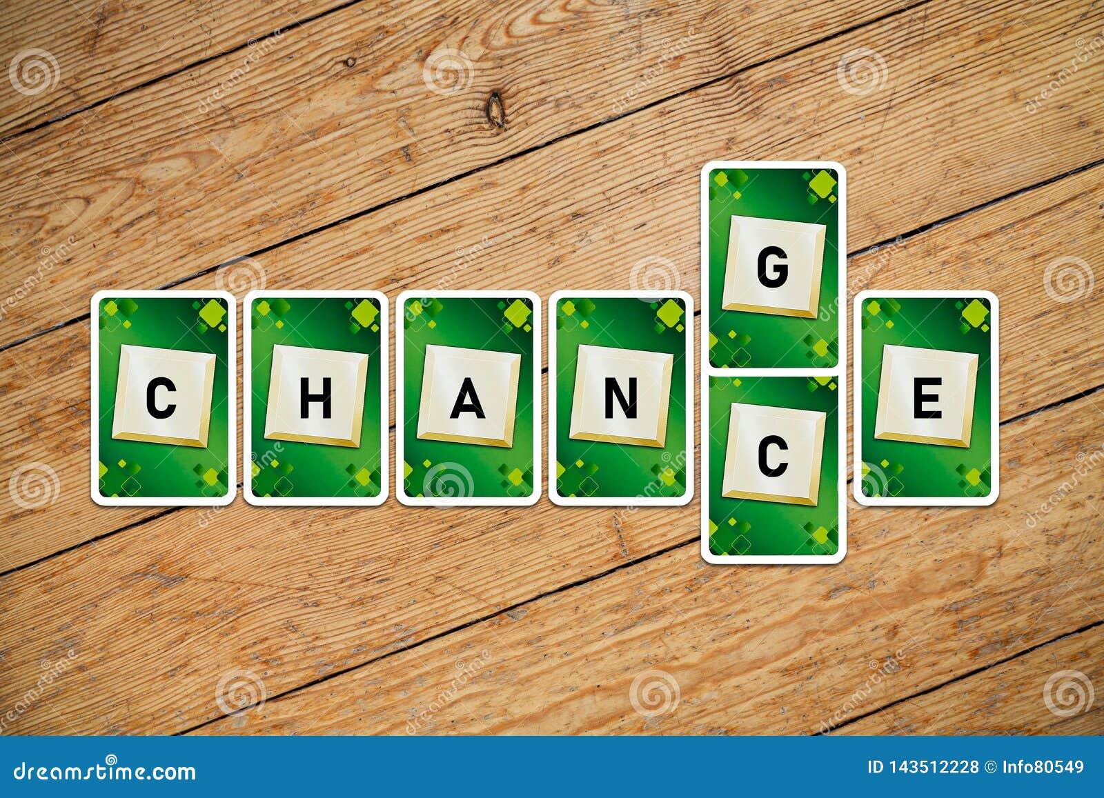 Spela kort med text'ändring-möjligheter på ett trägolv