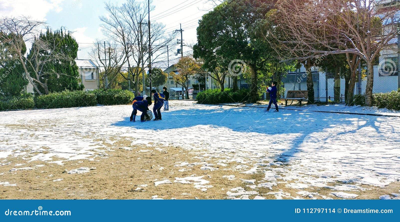 Spela snö, för den ska vara över