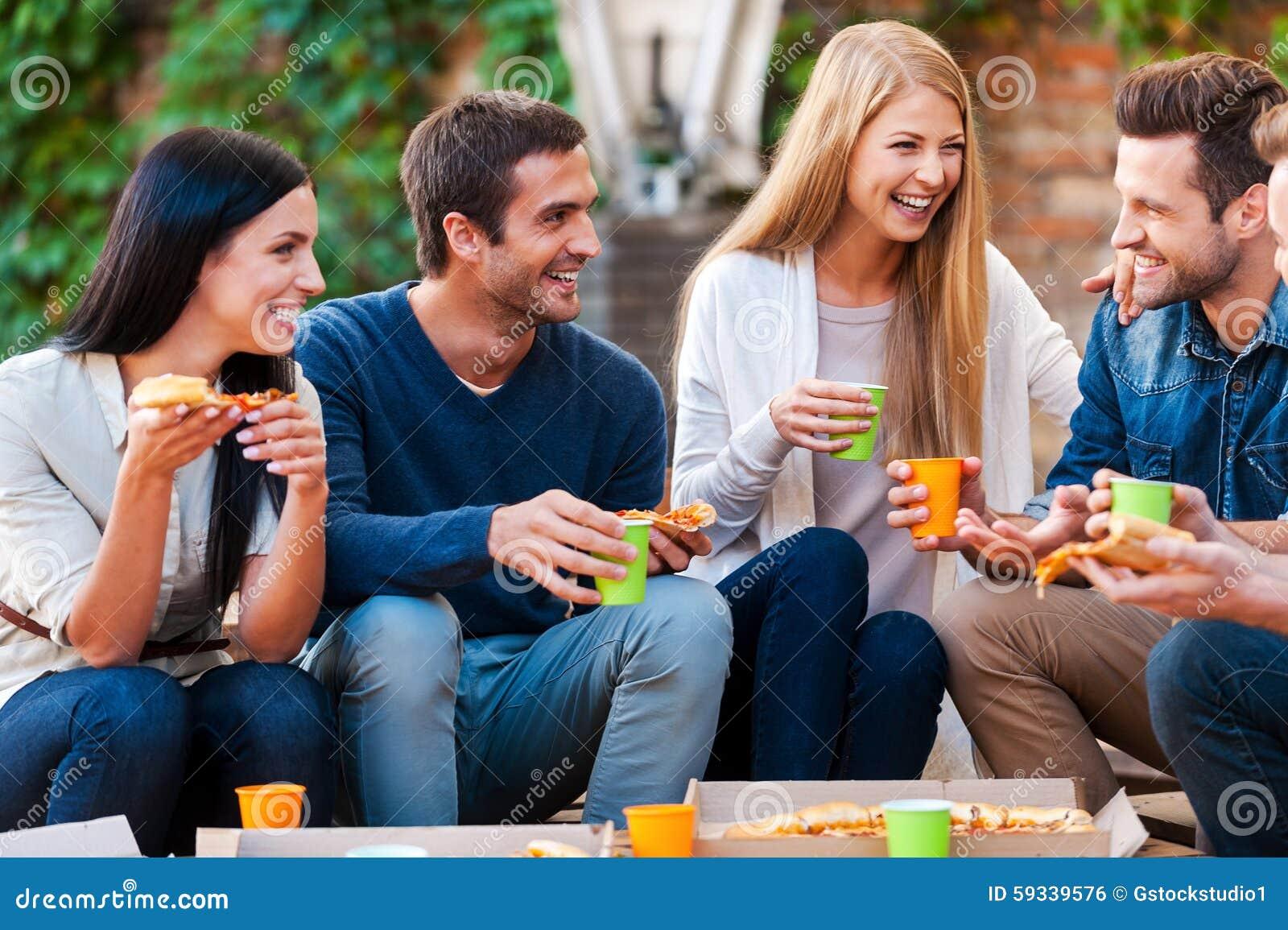 Cena entre parejas termina en candente orgia brazzers - 1 3