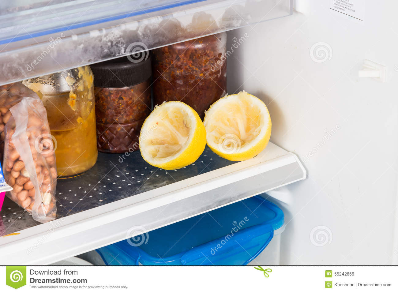 Spent lemons recycled in refrigerator to deodorize bad smell