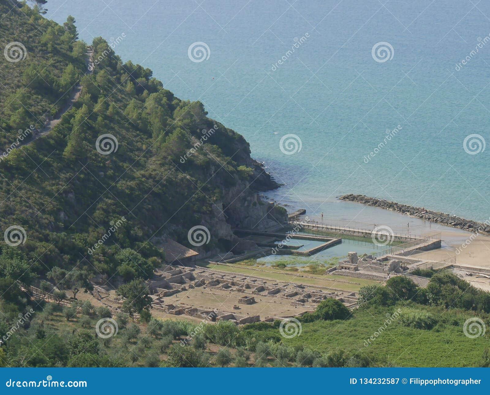 Sperlonga, Tiberio siedziby ruiny -