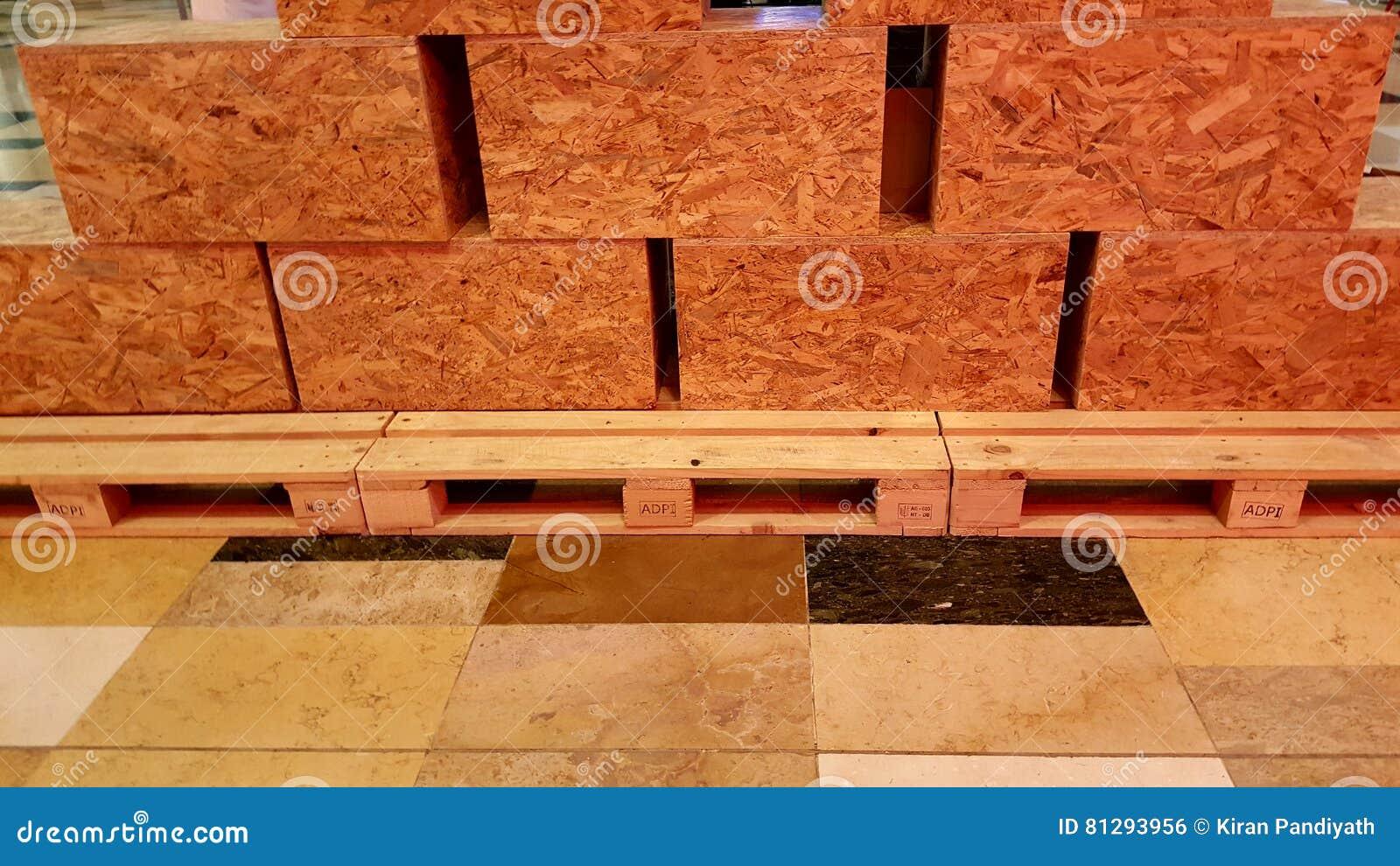 Fußboden Aus Sperrholz ~ Sperrholz kasten sätze auf paletten stockfoto bild von