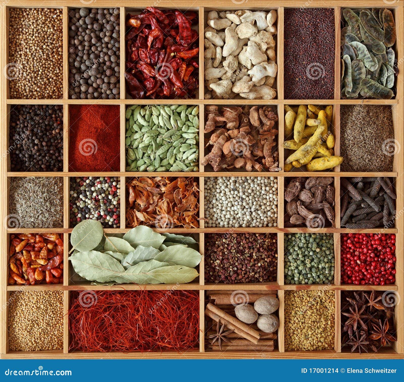 Spezie in casella di legno