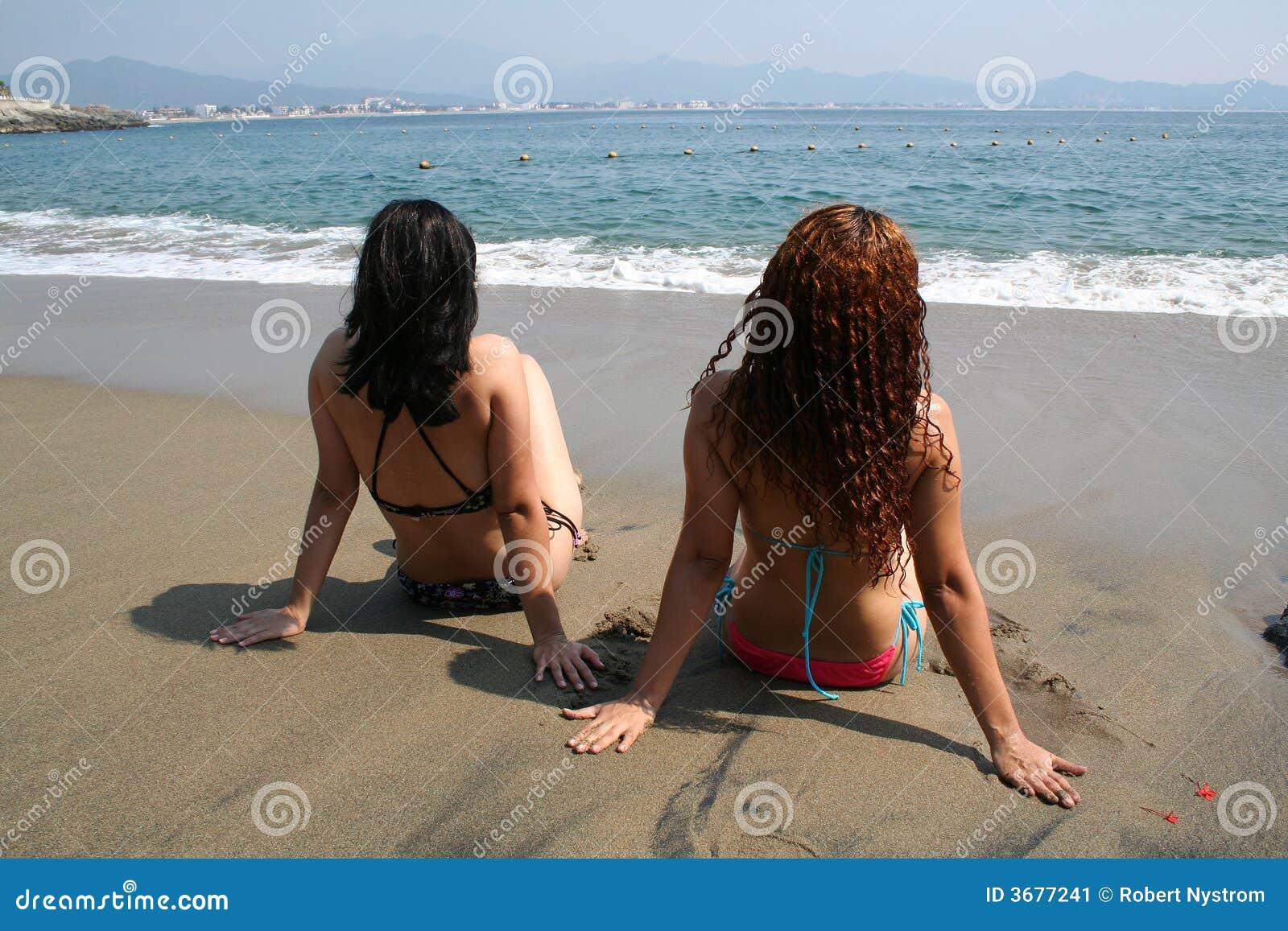 Download Spiaggia immagine stock. Immagine di godimento, back, bello - 3677241