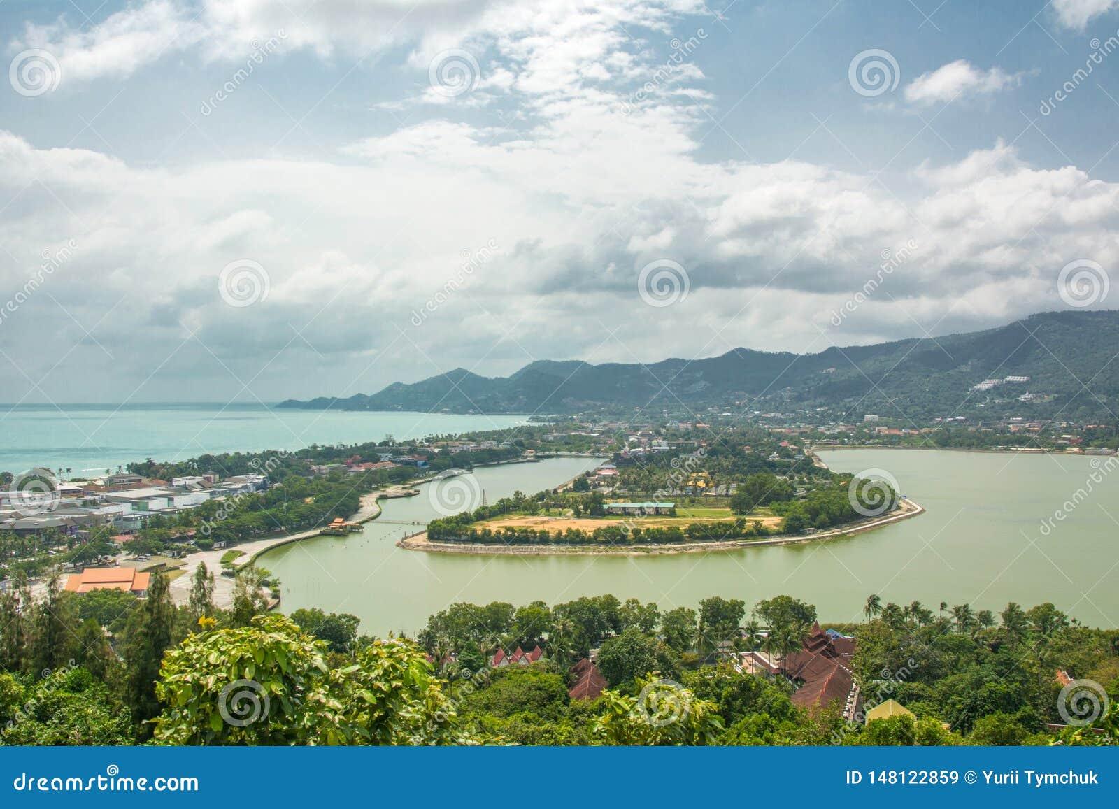 Spiaggia del chaweng di Koh Samui e lago, vista dalla collina