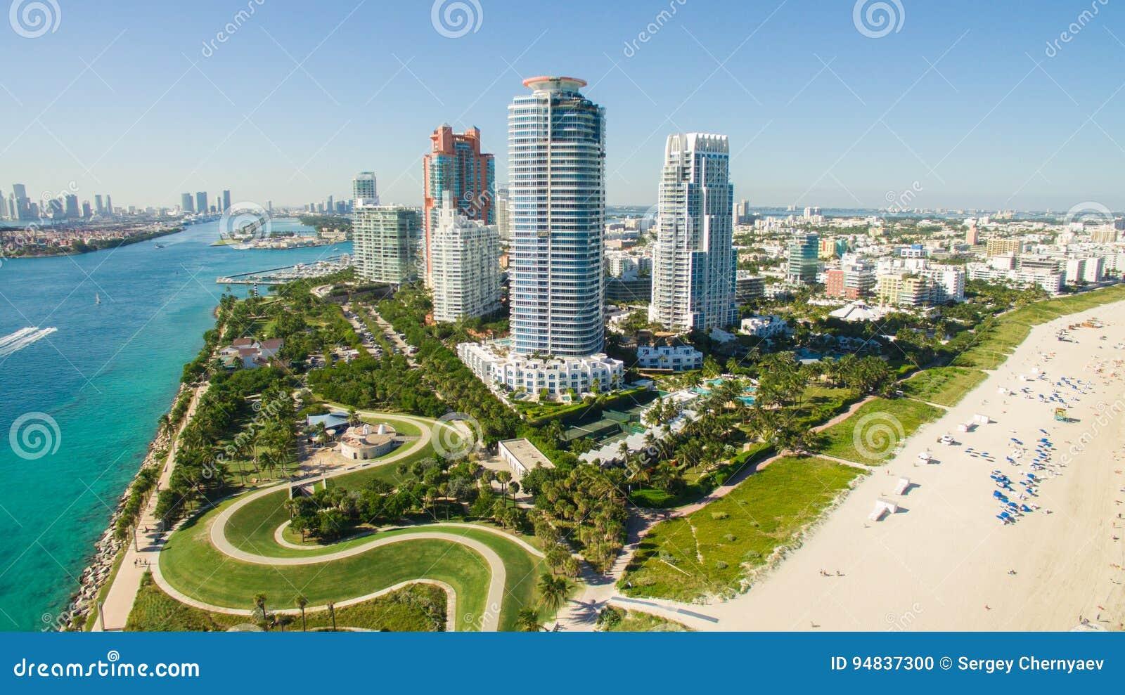 Spiaggia del sud, Miami Beach florida Siluetta dell uomo Cowering di affari