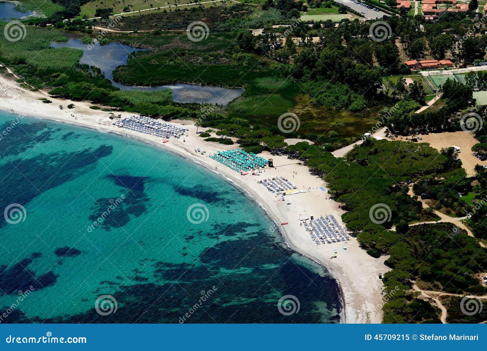 Spiaggia di agrustos fotografia stock immagine 45709215 for Agrustos mare