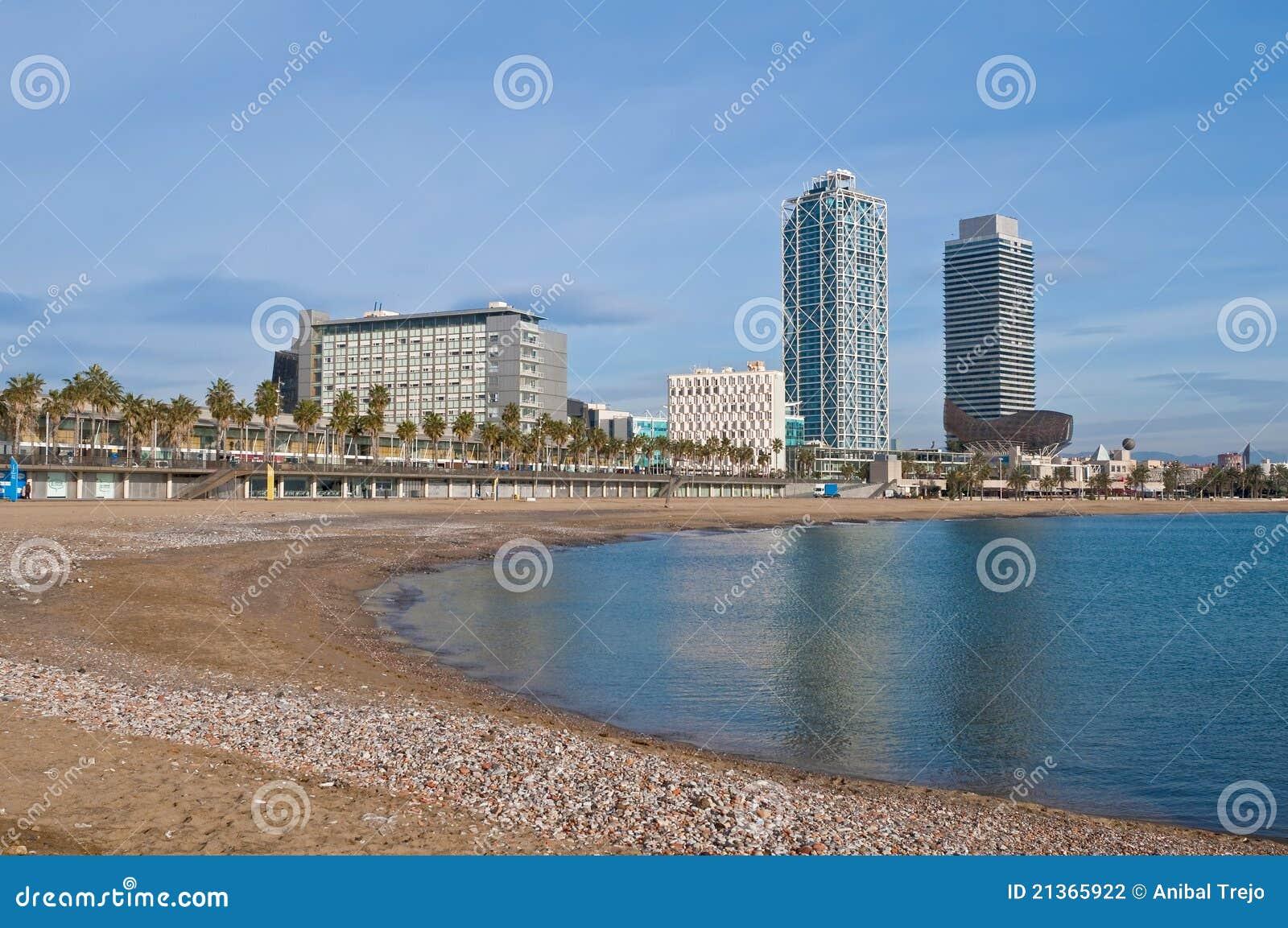 Spiaggia di barceloneta a barcellona spagna fotografia for Spagna barcellona