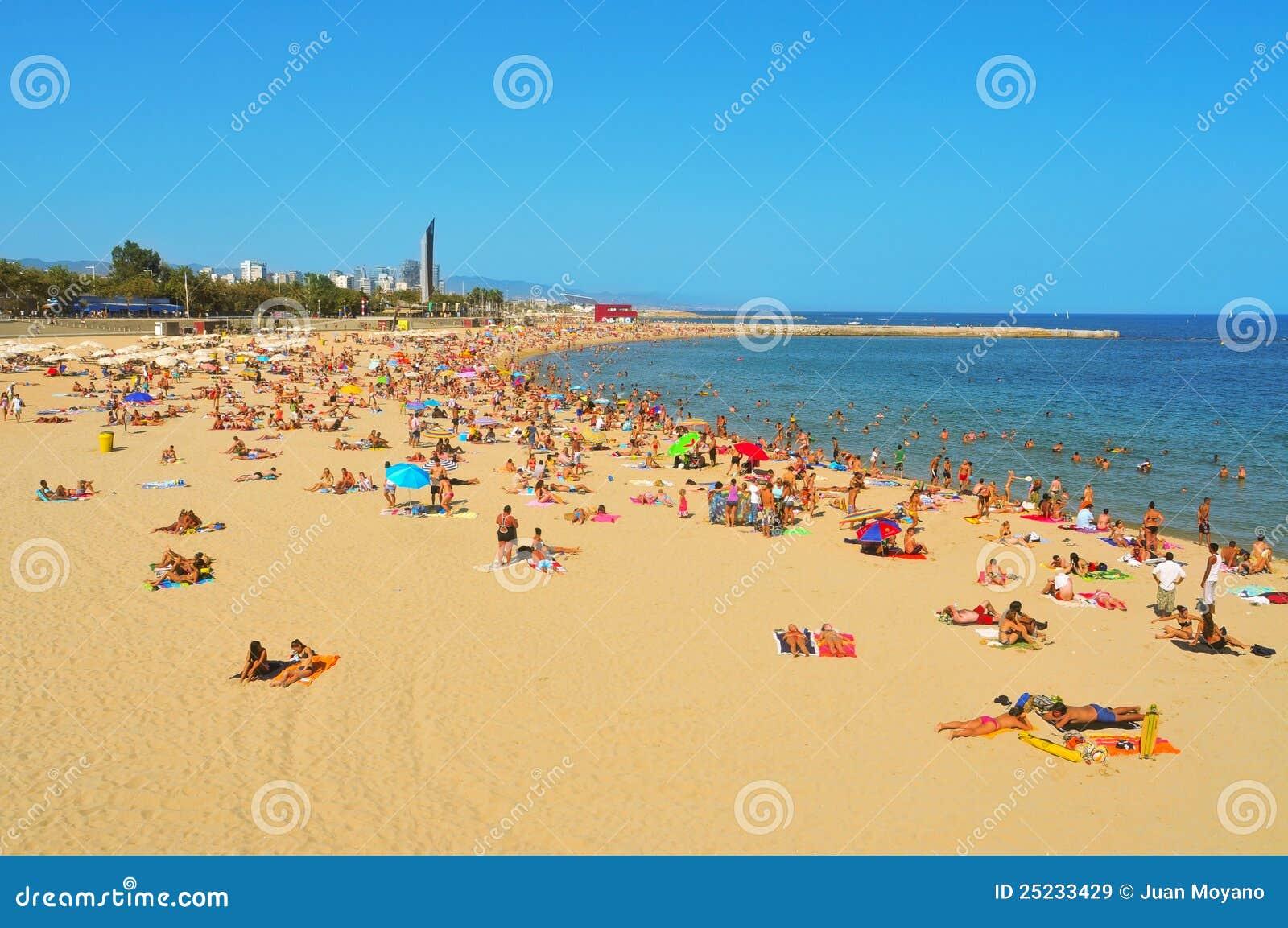 Spiaggia di icaria del nova della la a barcellona la for Agosto a barcellona