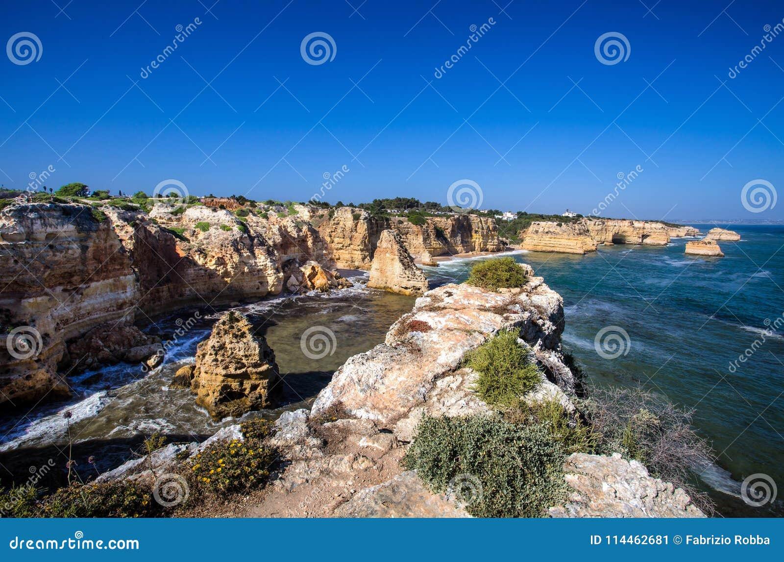 Spiaggia di Marinha, situata sulla costa atlantica nel Portogallo, Algarve