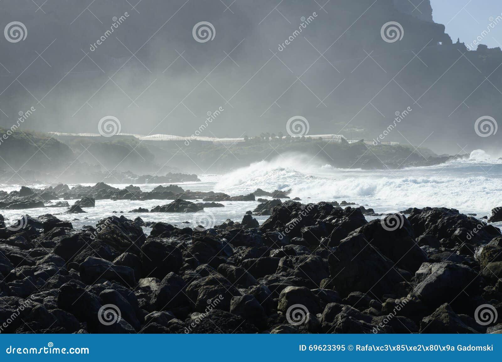Spiaggia di Rocky Costadel Buenavista, Tenerife, canarino, Spagna