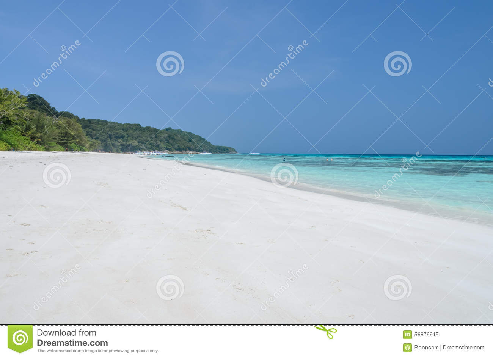Spiaggia di sabbia bianca di acqua cristallina tropicale