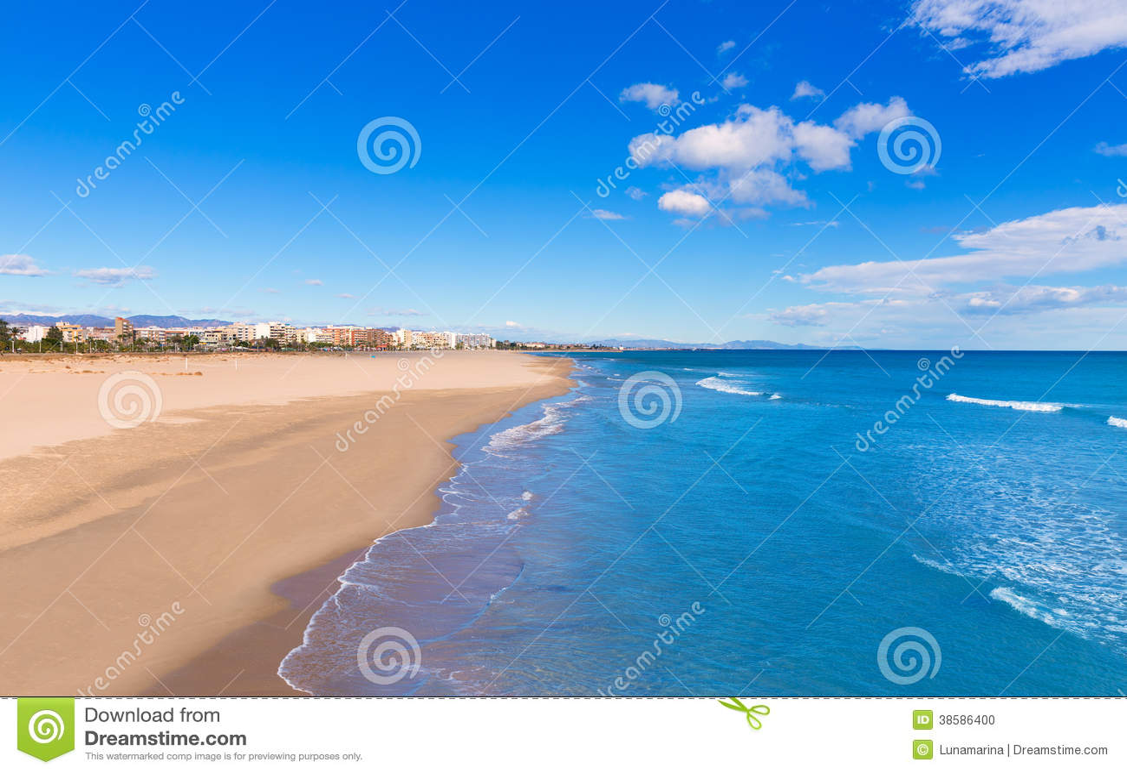 Spiaggia di sagunto a valencia nel giorno soleggiato in for Spiaggia malvarrosa valencia