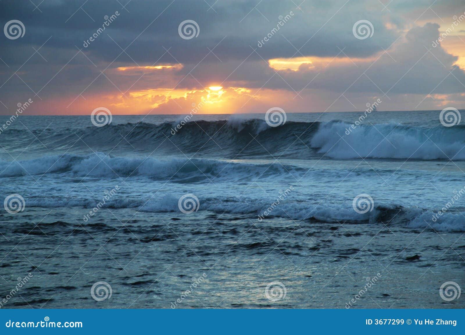 Download Spiaggia Di Tramonto, Hawai Immagine Stock - Immagine di hawai, onda: 3677299