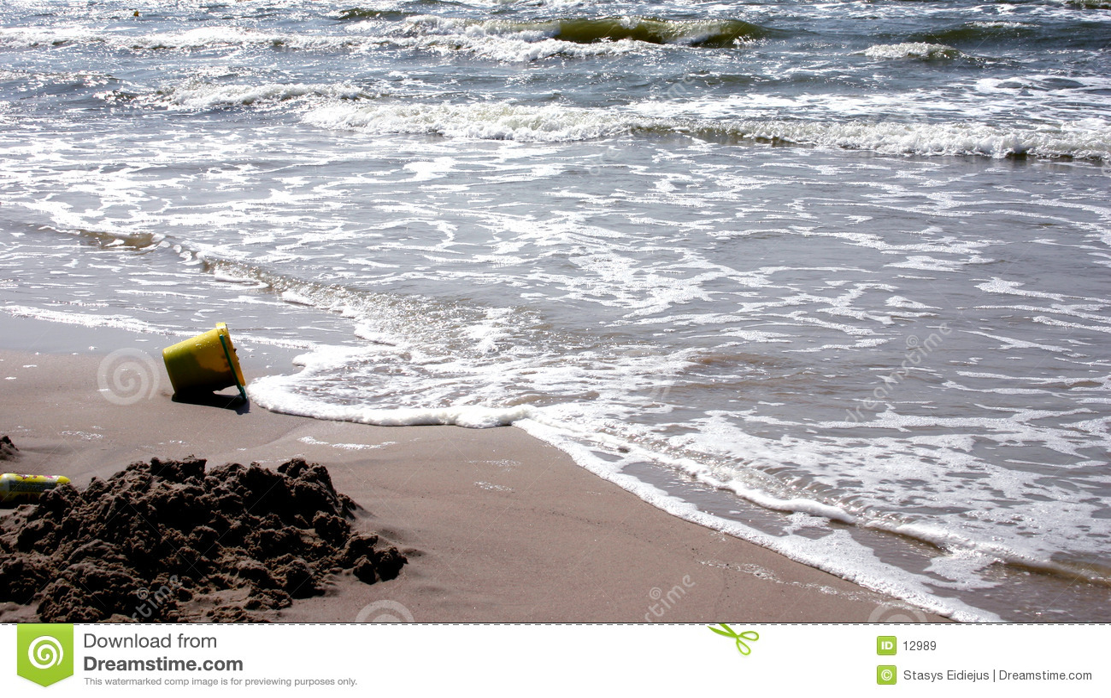Spiaggia e la benna