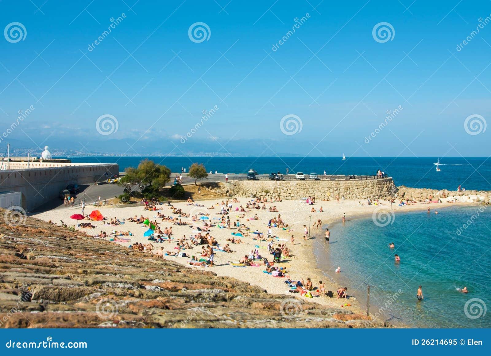 Spiaggia e mare nella citt di antibes francia fotografia for 3 piani di design da spiaggia