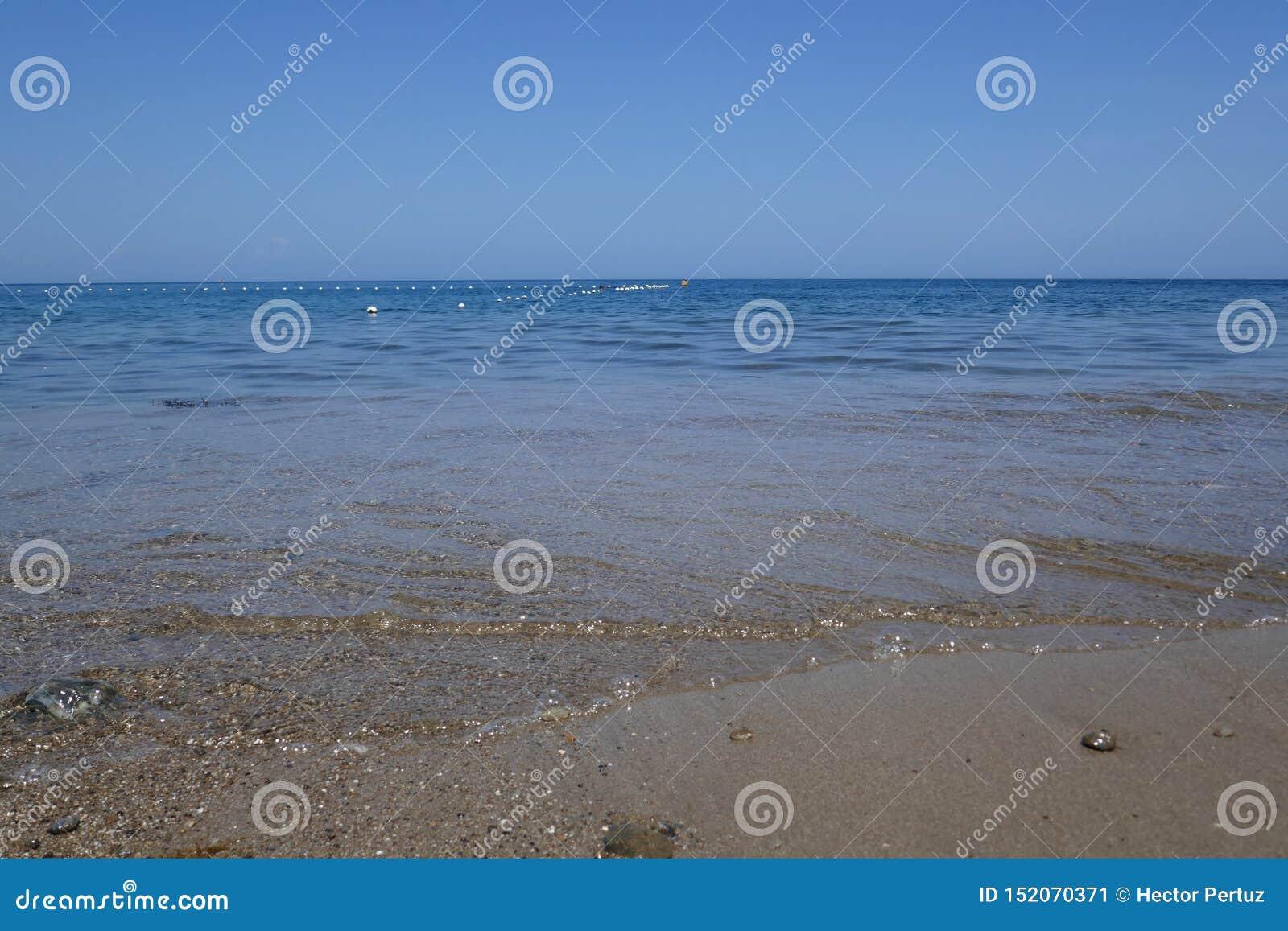 Spiaggia e mare tropicale