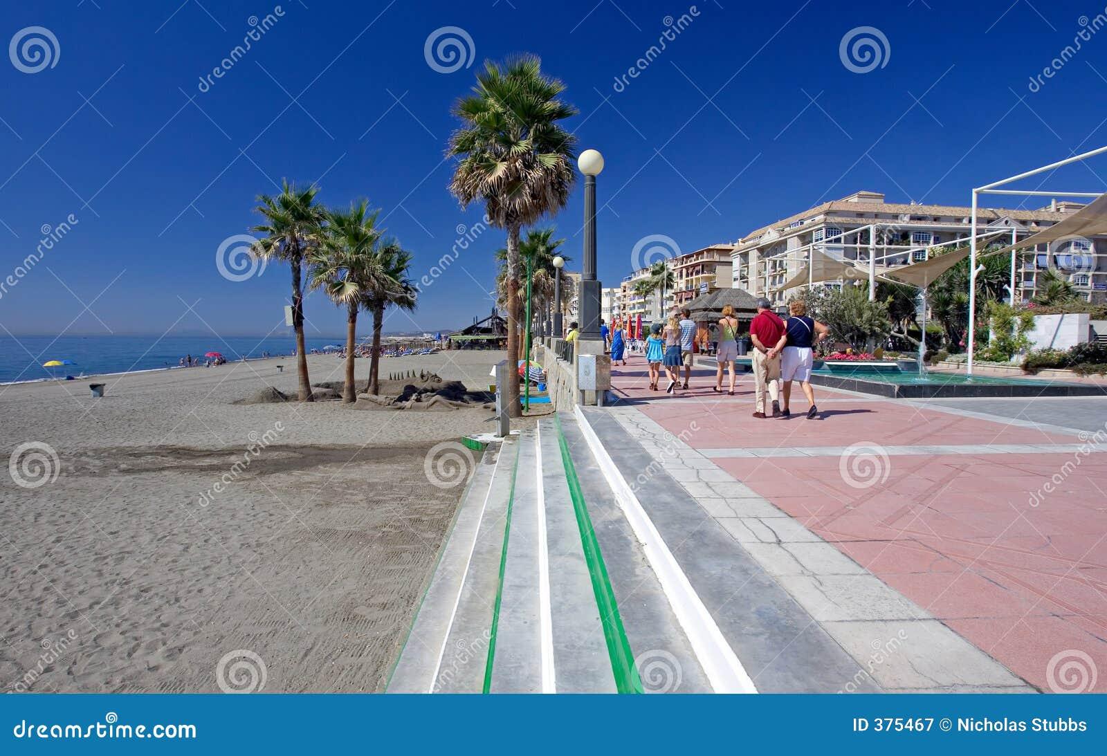 Spiaggia e passeggiata di sandy a estepona in spagna del for Casa di piantagioni del sud