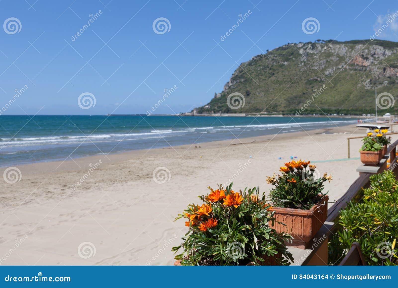 Matrimonio Spiaggia Terracina : Spiaggia lazio italia di terracina fotografia stock