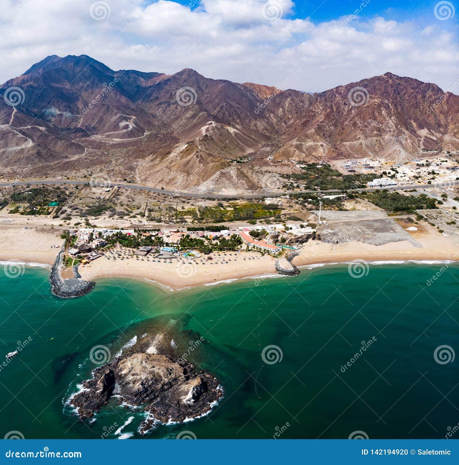 Spiaggia sabbiosa della Fujairah negli Emirati Arabi Uniti