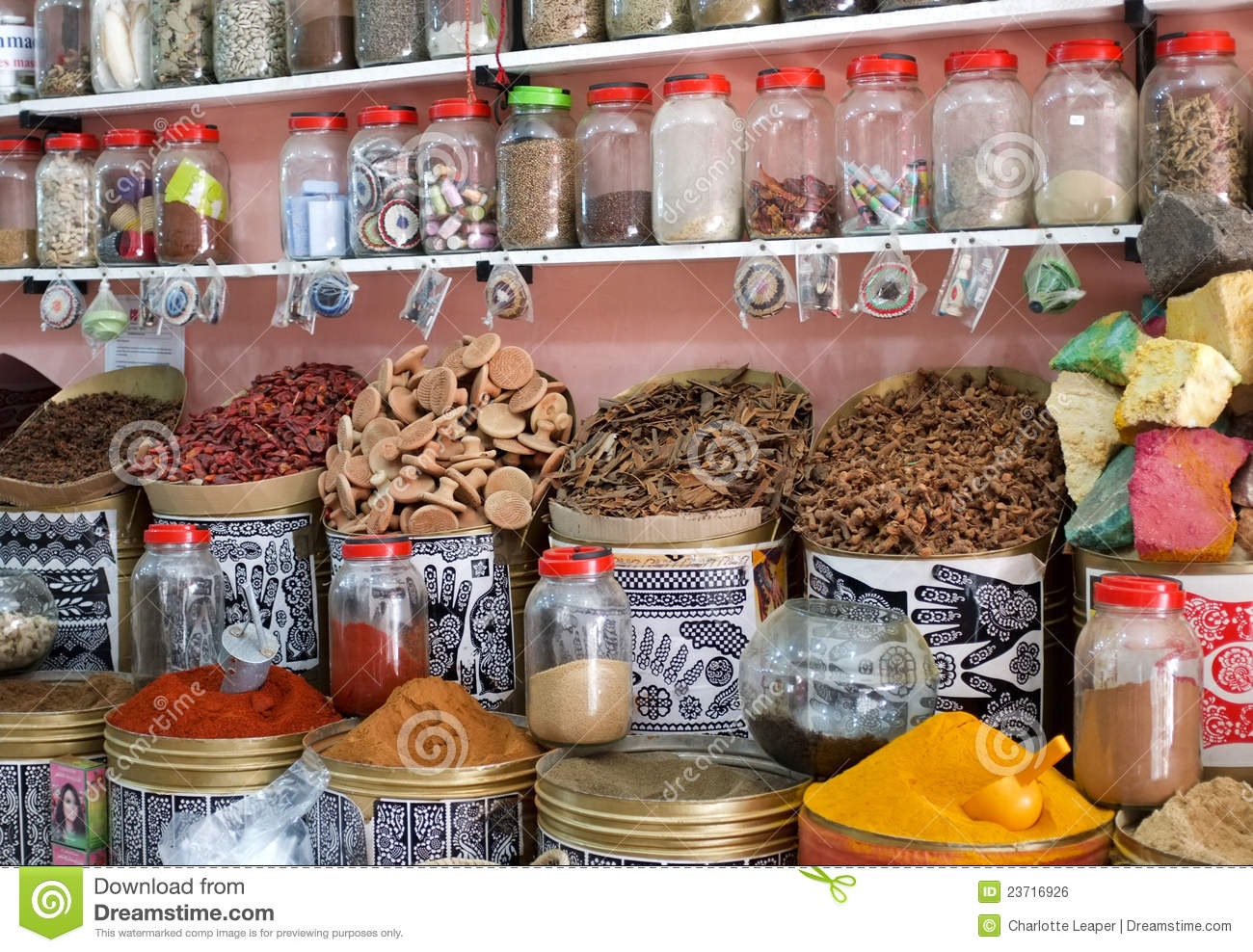 business in morocco Includes information on acceptable business etiquette, dress, business cards, gifts, etc.