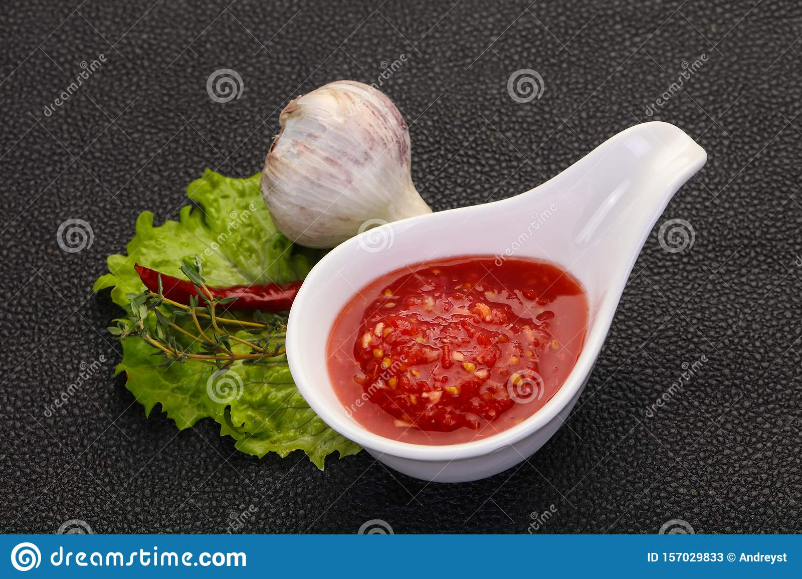 Spicy tomato and garlic sauce