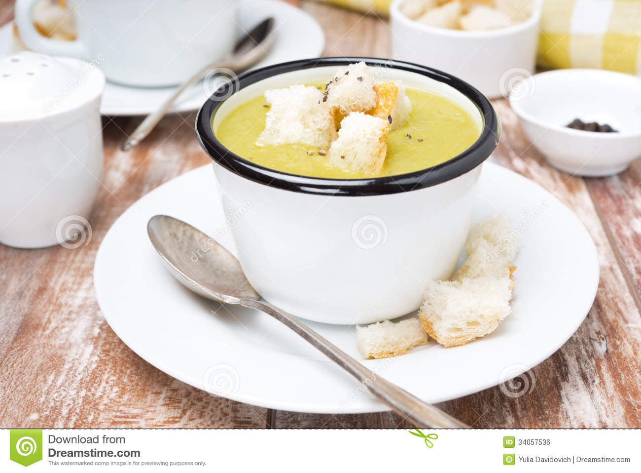 Spicy Zucchini Soup With Croutons Royalty Free Stock Image - Image ...