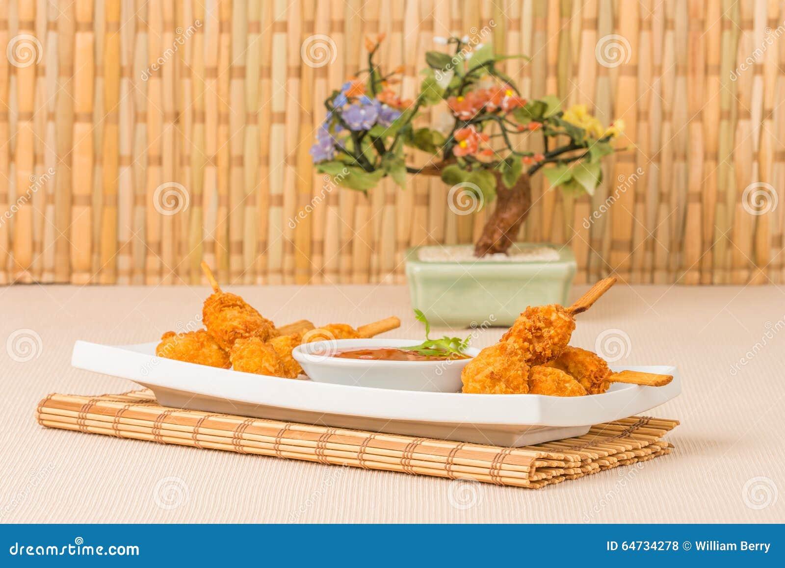 Spiedi del pollo della noce di cocco