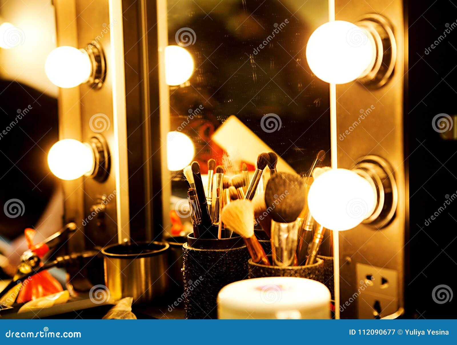 Make Up Spiegels : Spiegel mit glühlampen für make up stockbild bild von verfassung