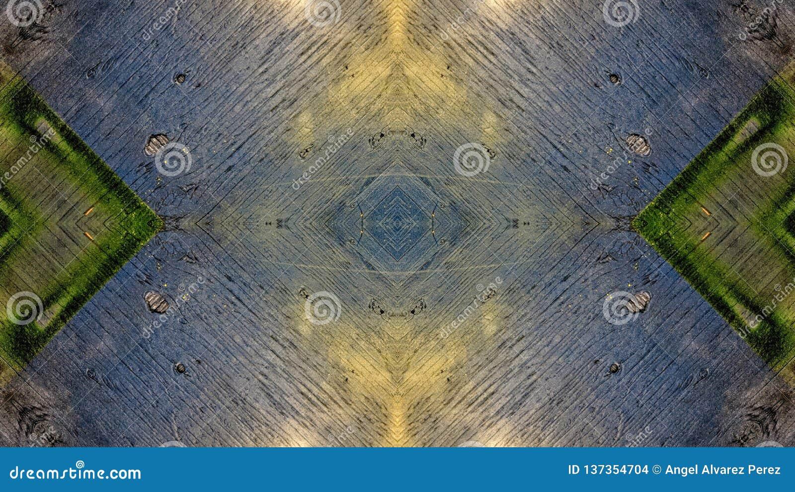 Spiegeleffekt auf ein blaues hölzernes Brett