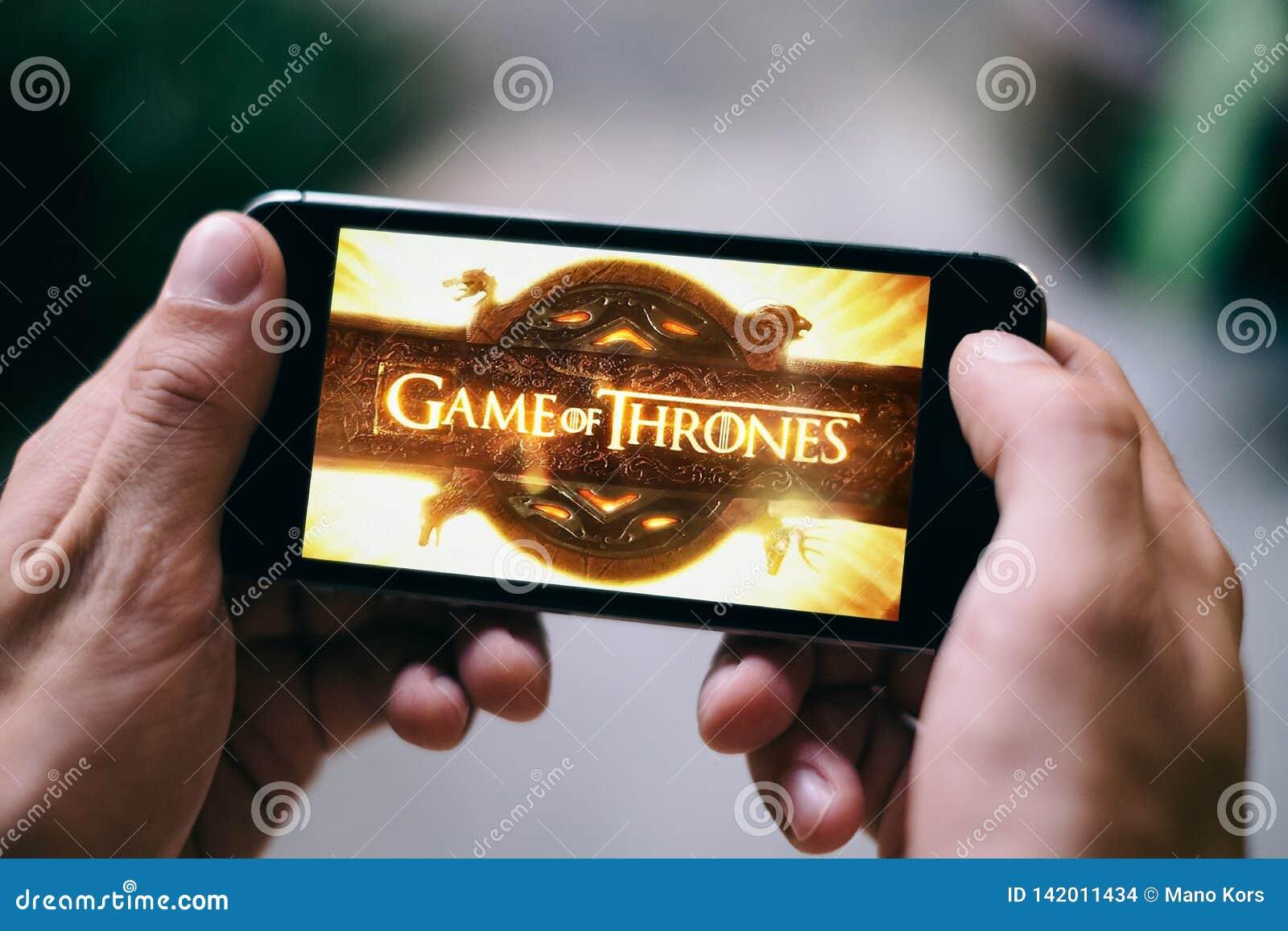 Spiel des Thronfernsehserielogos oder -ikone wird auf Smartphoneschirm angezeigt