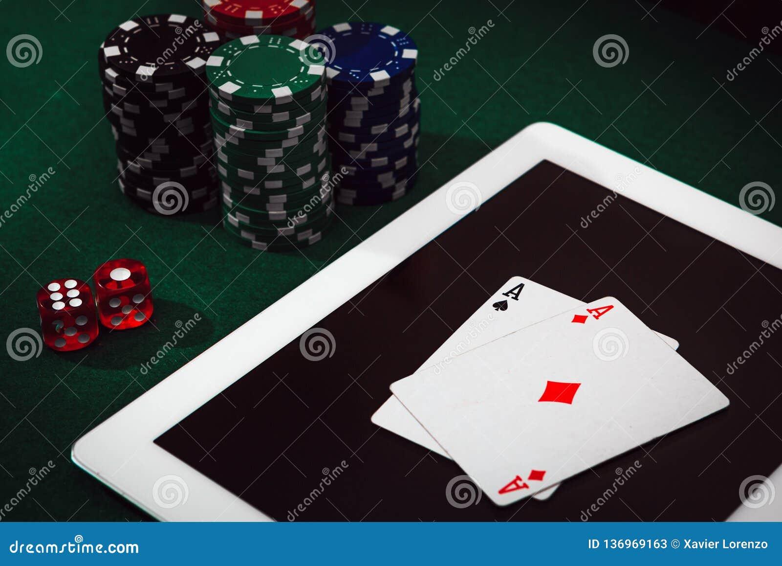 Spielende Sucht auf Internet Wetten- und Gewinngeld, das online Schürhaken spielt Kasino bricht ab, kardiert und würfelt das Stap