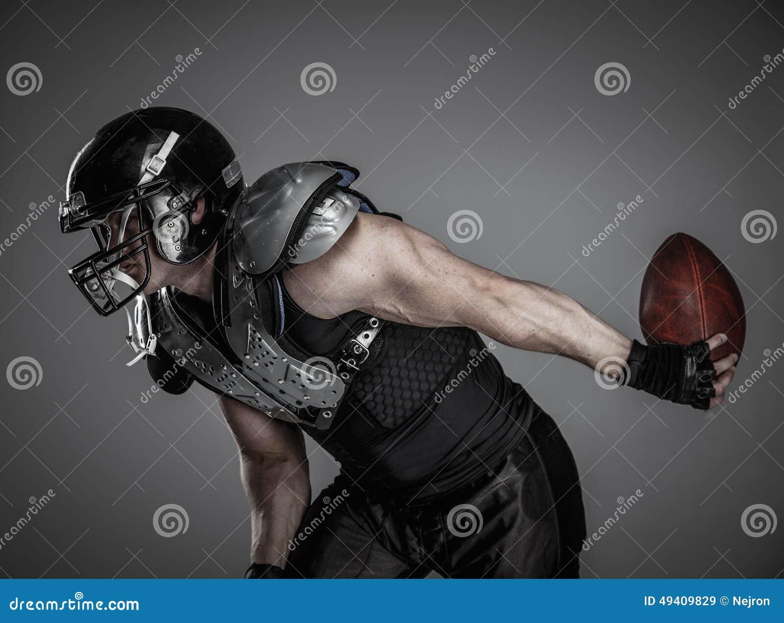 Download Spieler Des Amerikanischen Fußballs Stockbild - Bild von desaturated, muskeln: 49409829
