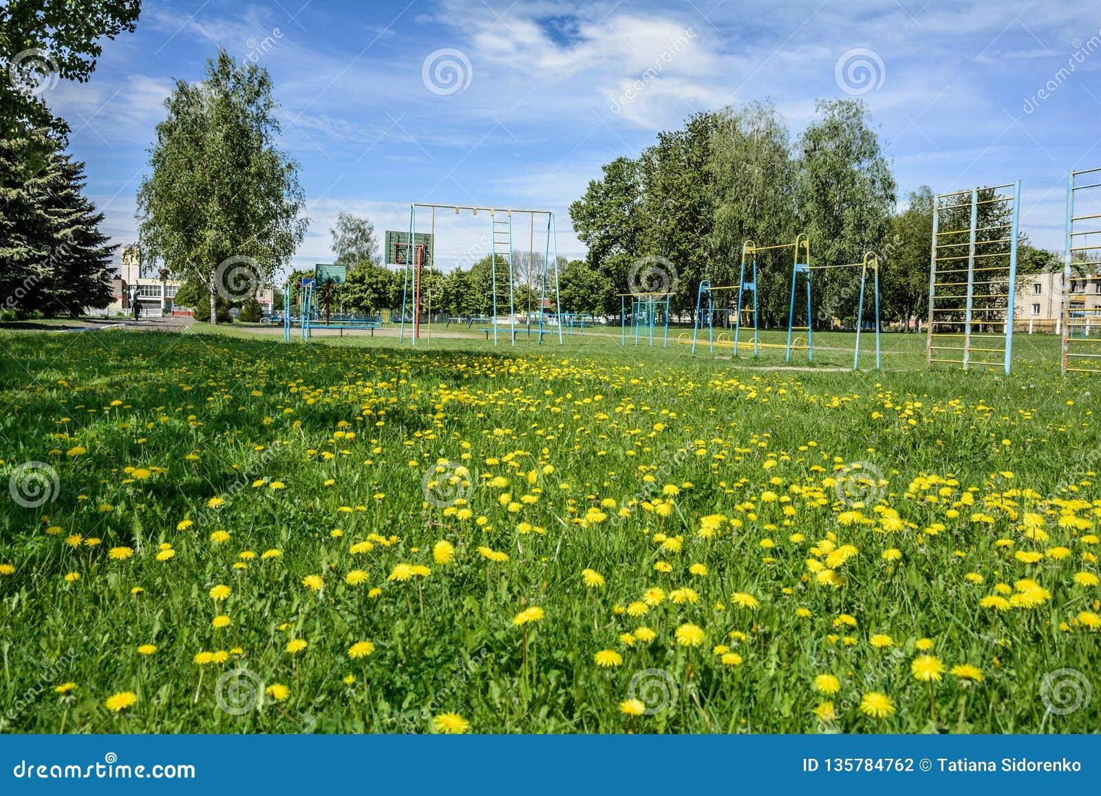 Spielplatz für Kinder und Jugendliche im Dorf