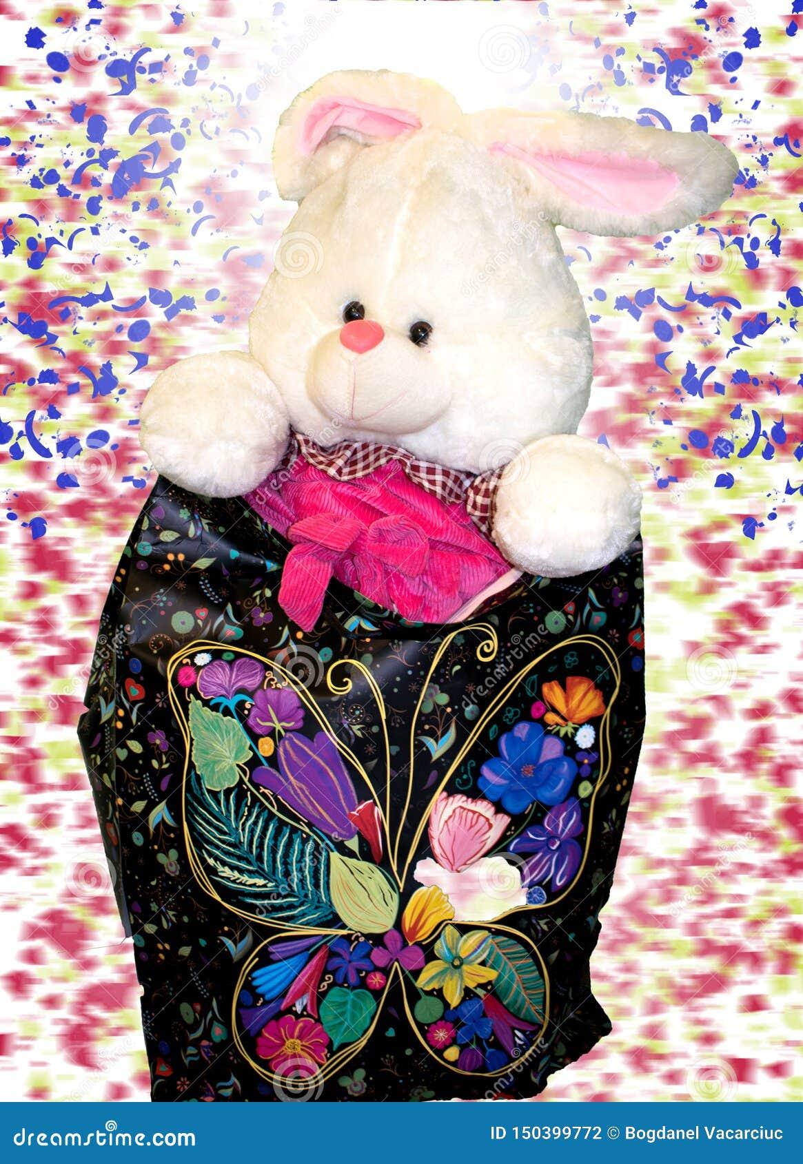 Spielwaren f?r Kinder das wenige Kaninchen ist bereit, ein Geschenk angeboten zu werden