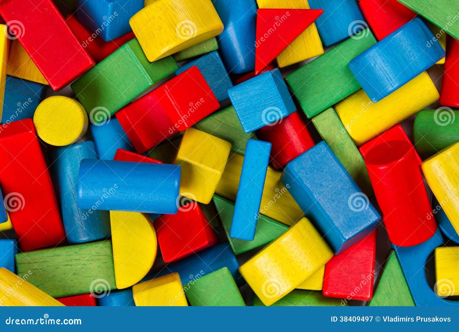 Spielwarenblöcke, hölzerne MehrfarbenMauerziegel, Haufen von buntem