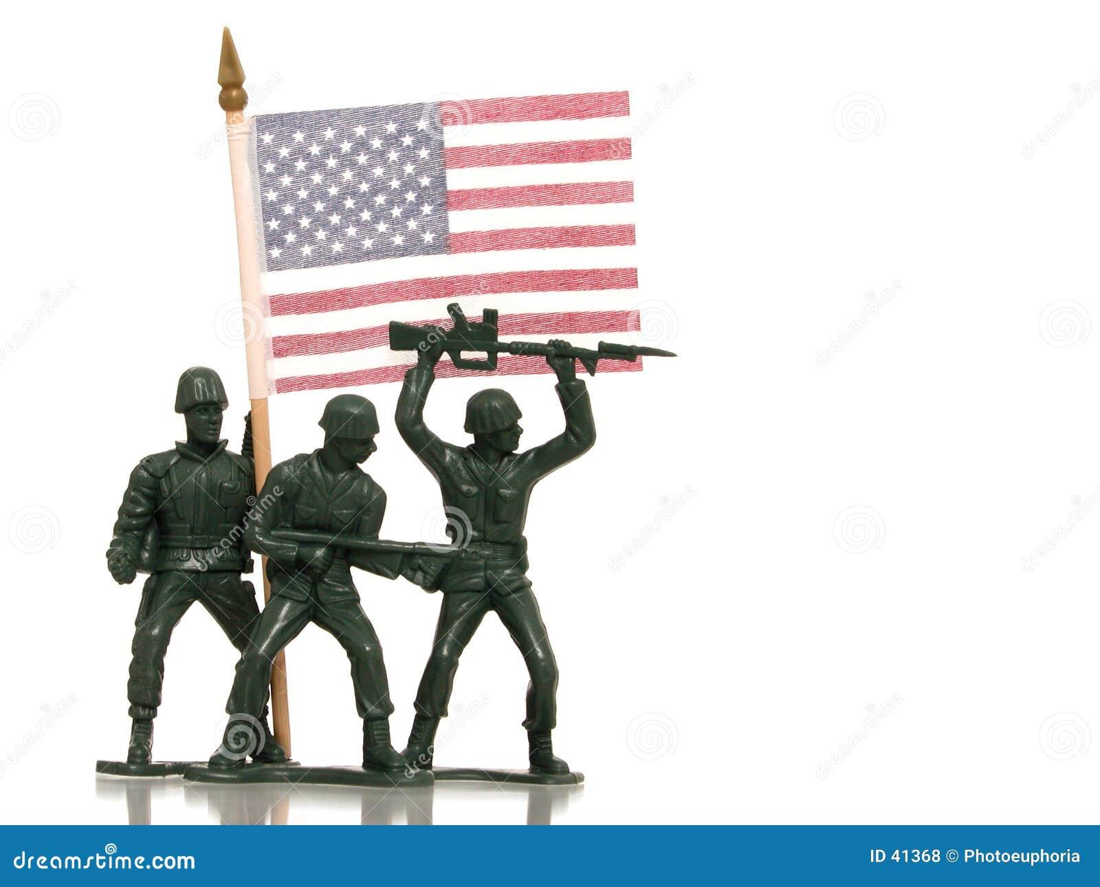 Spielzeug-grüne Armee-Männer mit US-Markierungsfahne auf Weiß