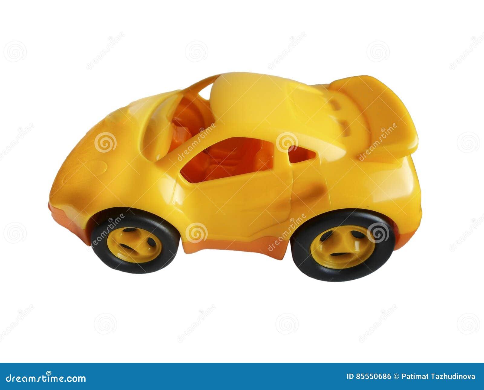 Spielzeugautogelb lokalisiert auf weißem Hintergrund