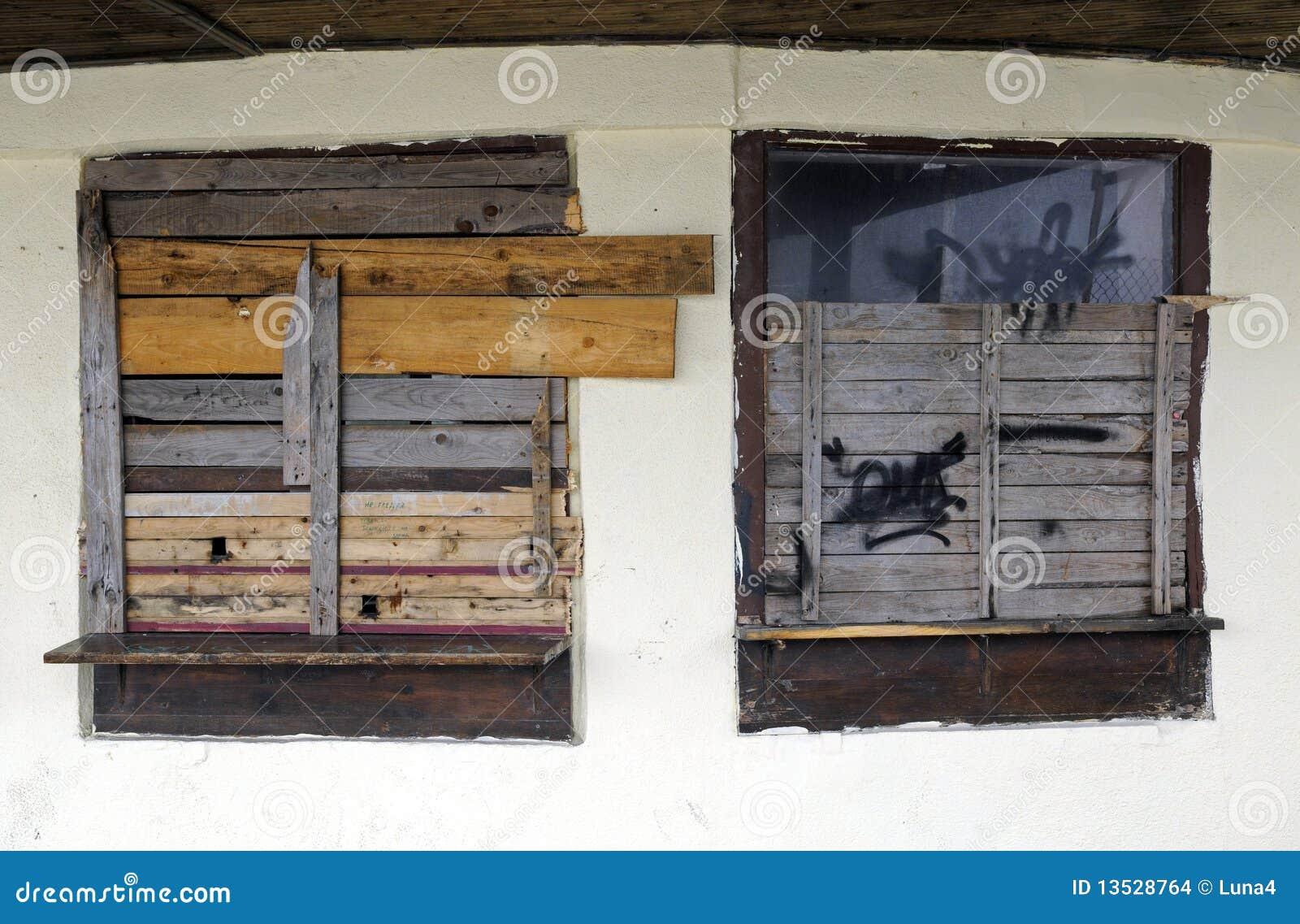 Spikar upp fönster