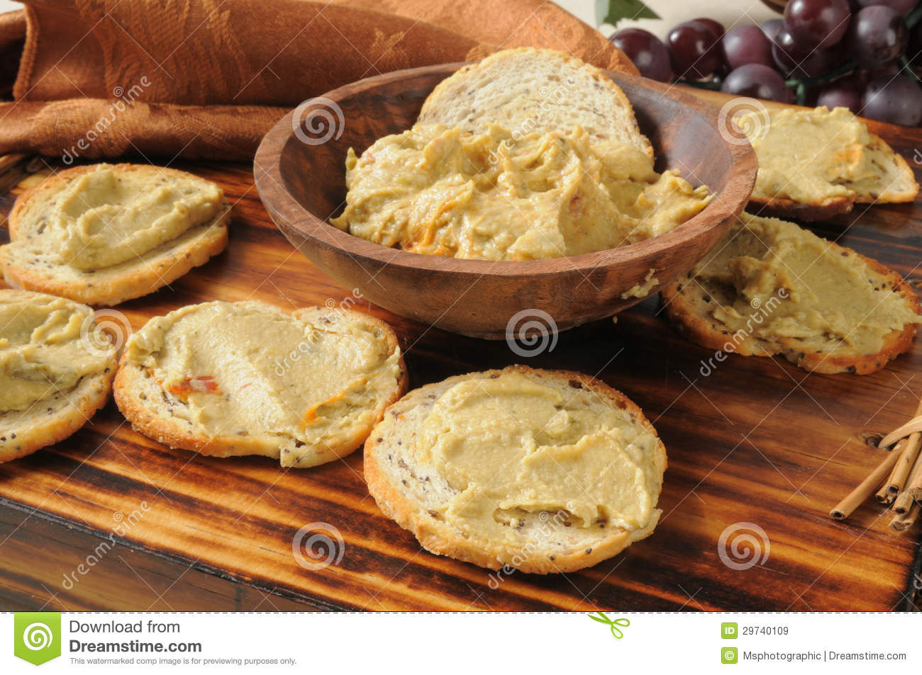 Spinach Artichoke Hummus Royalty Free Stock Images - Image: 29740109