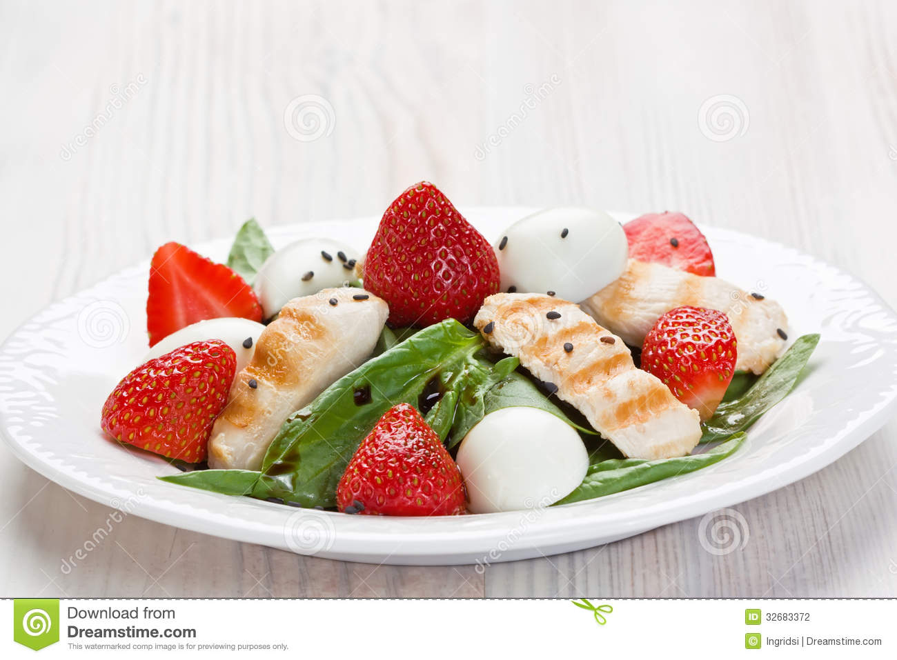 spinach grilled chicken strawberry and quail eggs salad with balsamic ...