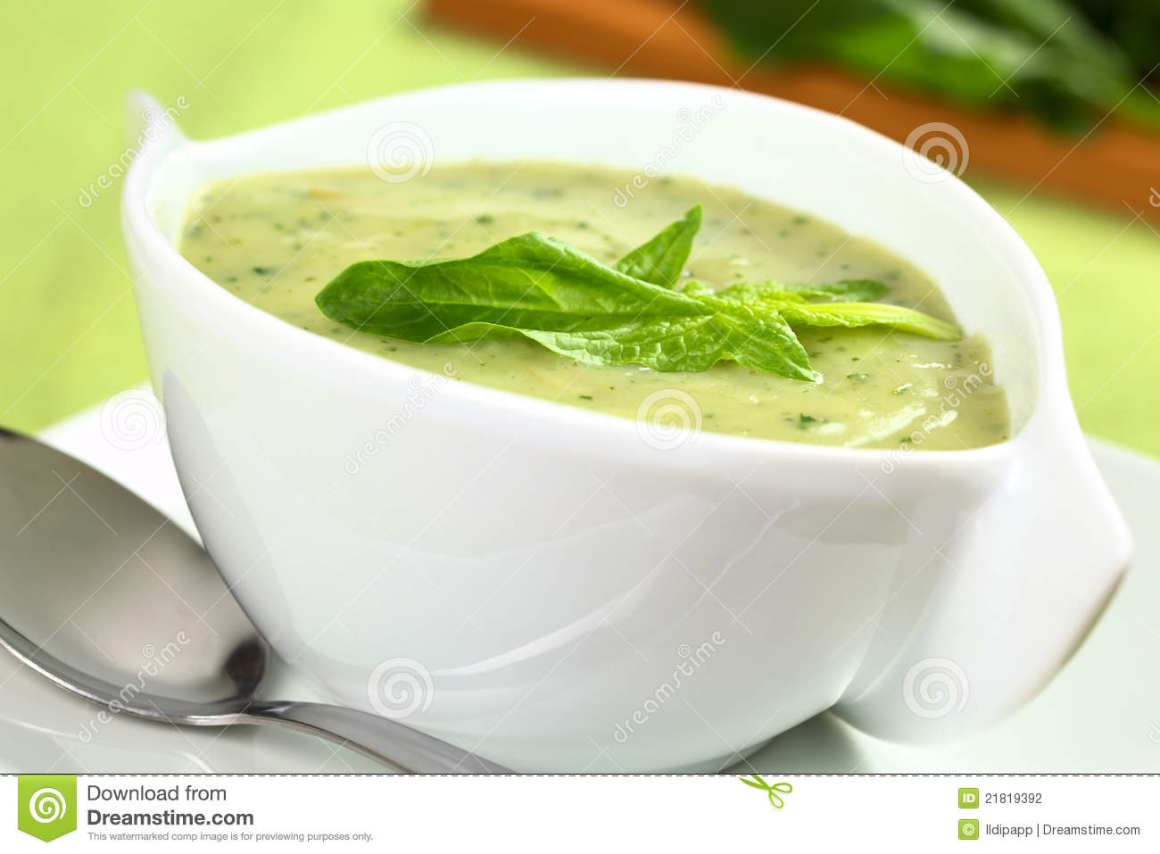 Spinach cream soup with a fresh spinach leaf on top (Selective focus ...