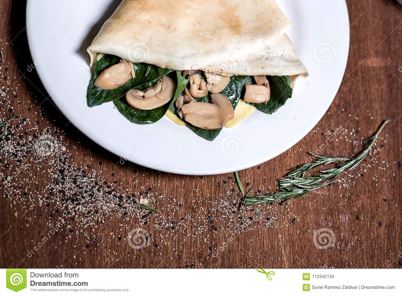 Spinach and mushrooms crepe