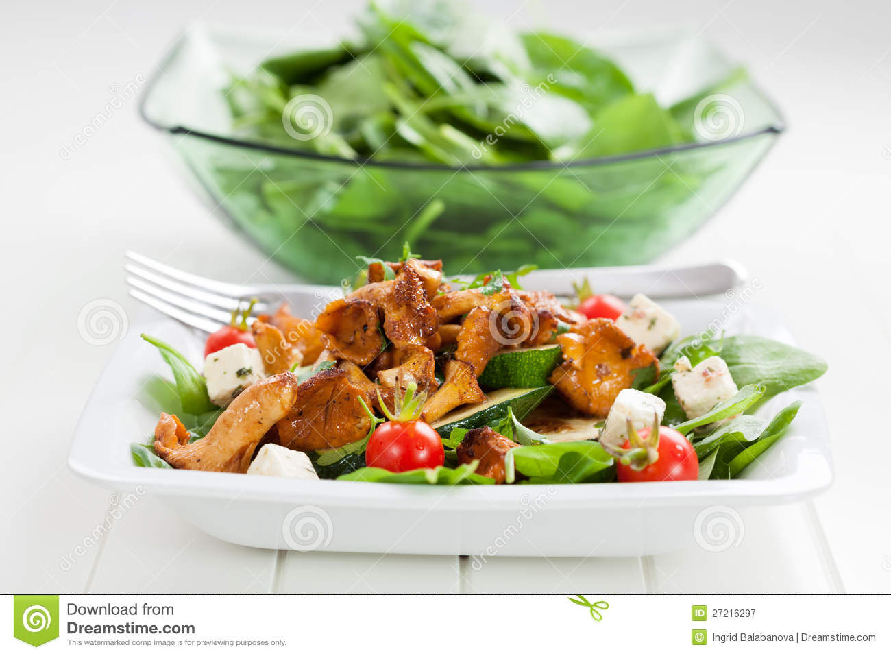 ... Stock Photography: Spinach salad with roasted chanterelle mushrooms
