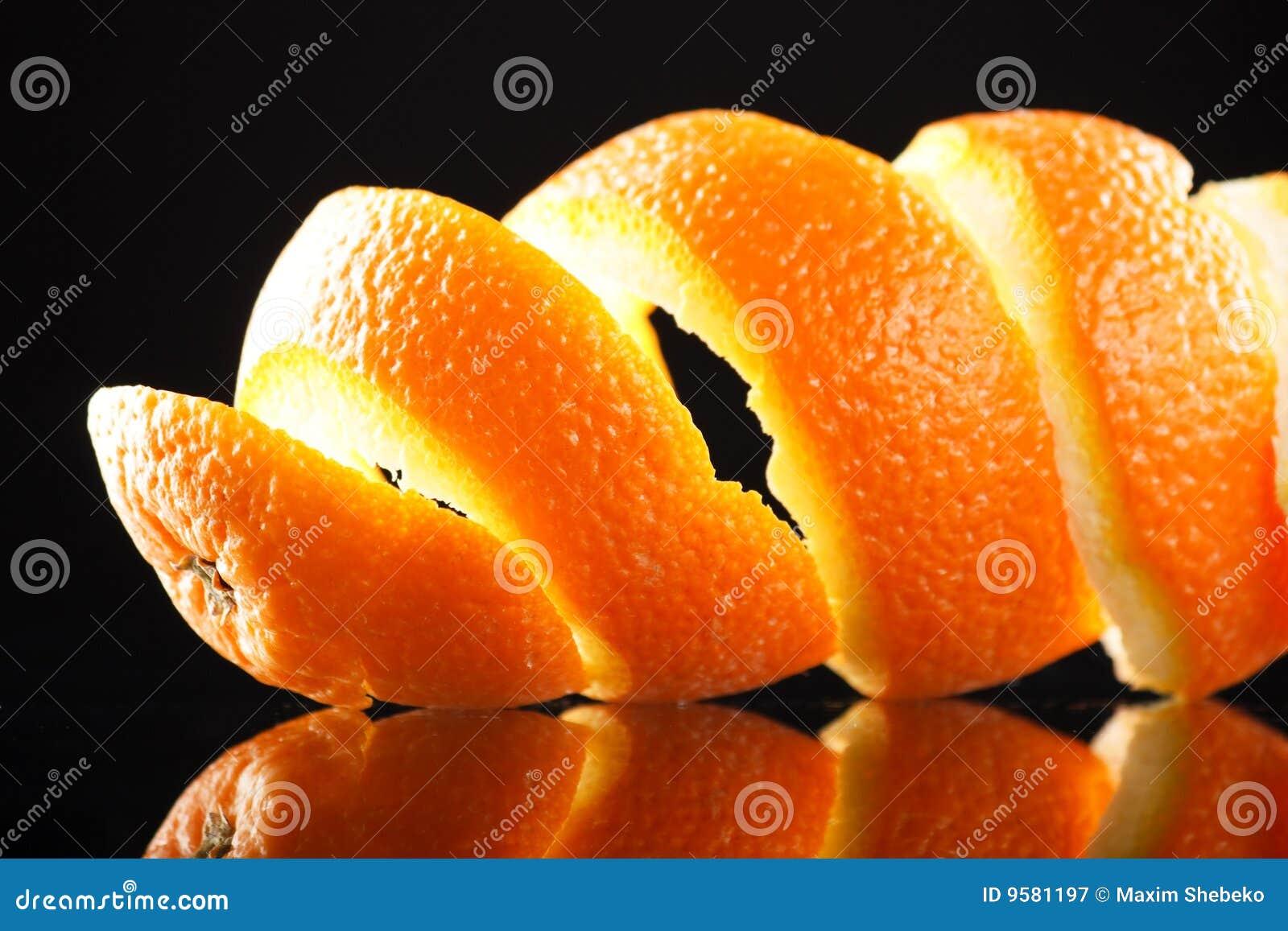 Spiraalvormige sinaasappelschil