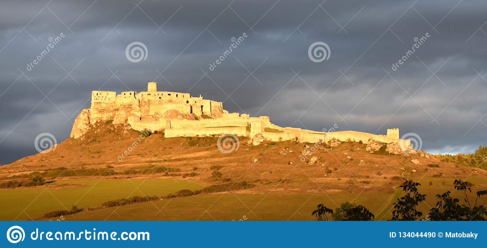 Spis castle in the red