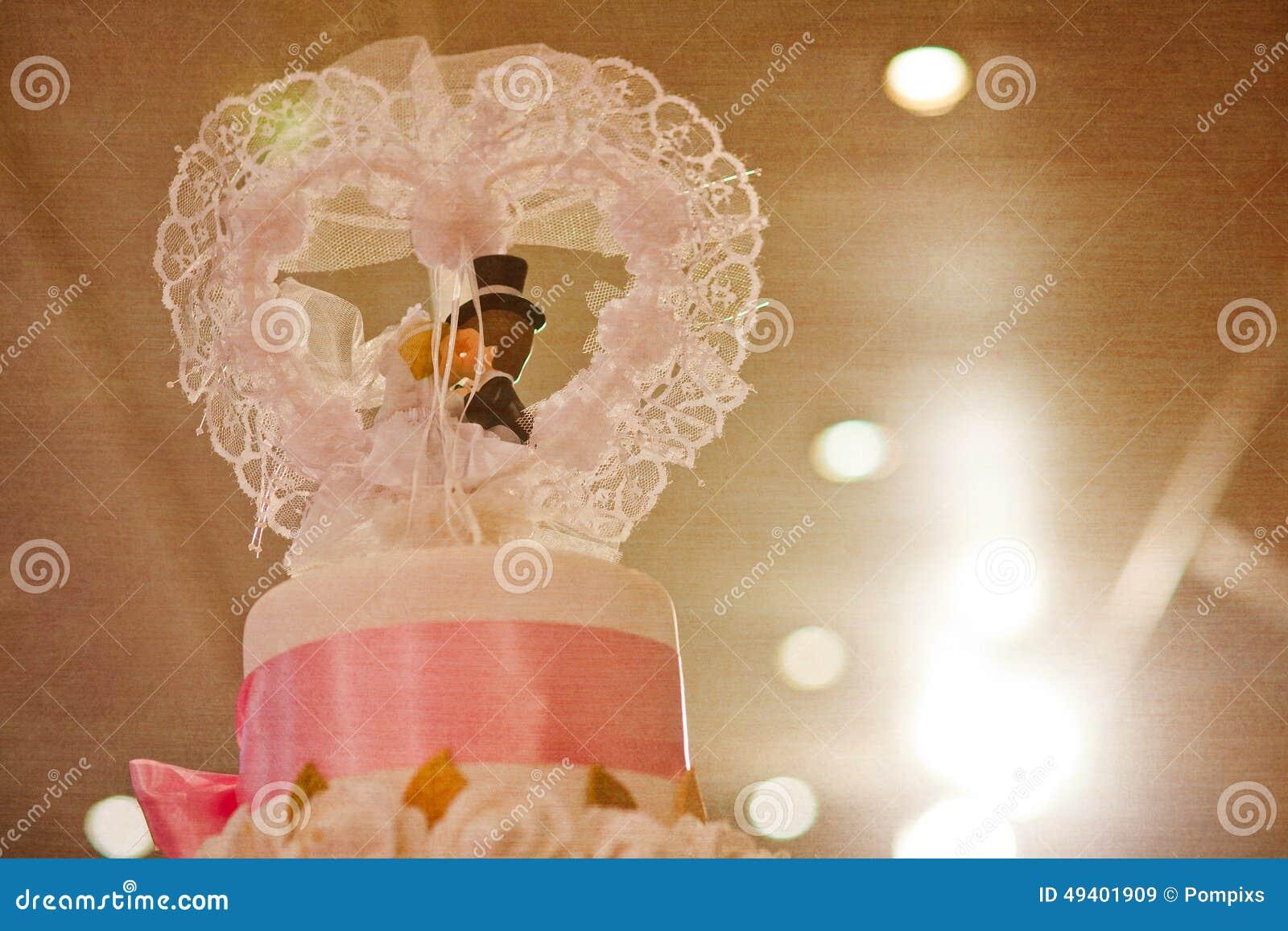 Download Spitze Des Kuchens Für Hochzeitszeremonie, Gefiltert Stockbild - Bild von blume, dekor: 49401909