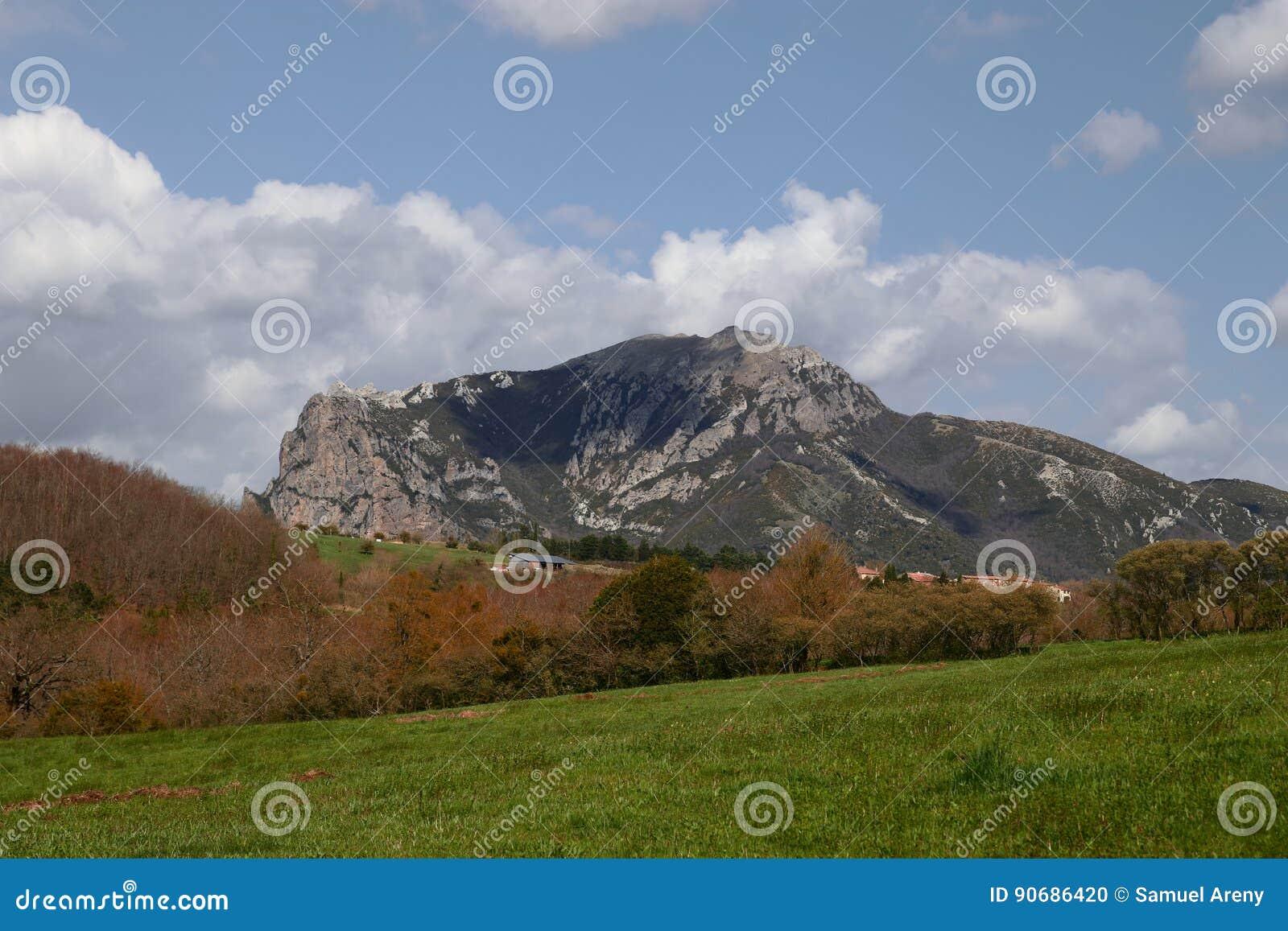 Spitze von Bugarach im Corbieres, Frankreich
